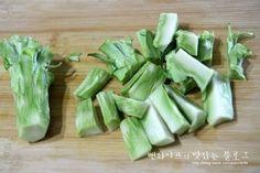 초특급간단~~고소 상큼한 브로콜리샐러드 : 네이버 블로그 Celery, Asparagus, Tapas, Food And Drink, Cooking Recipes, Vegetables, Dressing, Business, Board