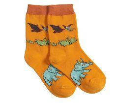 Divertidos calcetines de color naranja con dibujos de Triceratops y Pteranodon. El complemento ideal para sus deportivas de dinosaurios!  Material: 75% algodón, 10% polyester, 10% nylon y 5% spandex. Tallas: 19-22 / 23-28 / 29-34 / 35-38