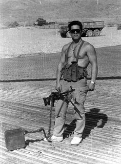 Советский десантник в Афганистане.