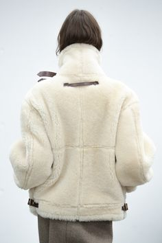 Fashion Details, Fashion Design, Fashion Trends, Tokyo Fashion, Fashion Fashion, Shearling Coat, Minimalist Fashion, Shaggy, Everyday Fashion