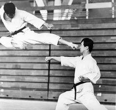 Kanazawa Soke & Enoeda Shihan Kyokushin Karate, Shotokan Karate, Self Defense Moves, Self Defense Martial Arts, Martial Arts Manga, Mixed Martial Arts, Karate Kumite, Karate Styles, Fighter Workout