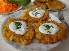 Placki z cukinii i marchwi - PrzyslijPrzepis.pl Salty Foods, Recipes From Heaven, Baked Potato, Nom Nom, Good Food, Food And Drink, Healthy Eating, Recipies, Vegetarian