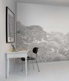 The gray version of Bellewood is based on several classic canvases from which we picked only the trees from romantic scenes. It has several version with stronger colours. - Wall mural R13054 Bellewood, Grey Toile