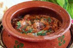 "Looking for chicken handi recipe? Try this ""chicken handi recipe"" by chef shireen anwar! This recipe is purely eastern dish with yummy taste for chicken lovers. Indian Chicken Dishes, Indian Chicken Recipes, Indian Dishes, Veg Recipes, Spicy Recipes, Indian Food Recipes, Asian Recipes, Cooking Recipes, Curry Recipes"