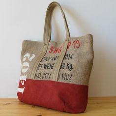 12 Handmade Bags You'll Fall in Love With Burlap Coffee Bags, Coffee Bean Bags, Feed Bag Tote, Feed Bags, Sacs Tote Bags, Fabric Tote Bags, Urban Bags, Sack Bag, Jute Bags