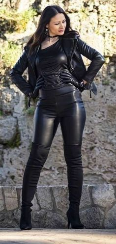 Leather Gloves, Leather Pants, Bike Leathers, Leggings And Heels, Look Fashion, Womens Fashion, Leder Outfits, Leather Dresses, Hot Outfits