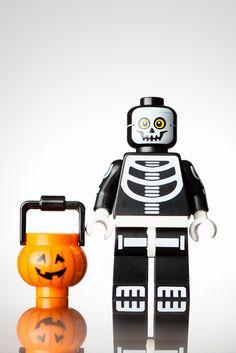 Lego Minifigures Series 14 http://www.flickr.com/photos/lapuzphotography/20941115430/