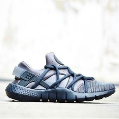 2014 cheap nike shoes for sale info collection off big discount.New nike roshe run,lebron james shoes,authentic jordans and nike foamposites 2014 online. Nike Outlet, Nike Air Huarache, Nike Shox, Nike Free Shoes, Running Shoes Nike, Hypebeast, Nike Free Runners, Streetwear Shop, Best Sneakers