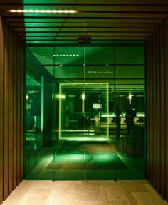 Alfons Tost traslada el glam de la época dorada de Hollywood al nuevo restaurante madrileño The Hall.   diariodesign.com