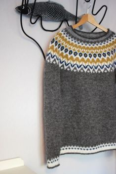 Pattern is Knight by Védís Jónsdóttir – details … – Shirt Types Easy Sweater Knitting Patterns, Knit Patterns, Icelandic Sweaters, Wool Sweaters, Fair Isle Knitting, Knitting Yarn, Creative Knitting, How To Purl Knit, Knitwear
