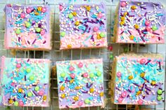 Unicorn Cereal Bars - Cut into squares and drying on a drying rack Chocolate Dipped Strawberries, Chocolate Bark, Cereal Recipes, Kid Recipes, Family Recipes, Blue Frosting, Yogurt Bar, Cake Pops, Unicorn Halloween
