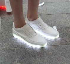 reminds me of my LA gear sneakers Light Up Shoes, Lit Shoes, Neon Shoes, Shiny Shoes, Neon Sneakers, White Sneakers, Sneakers Fashion, Men's Shoes, Gyaru