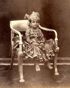 Unidentified Young Prince of India Indian Pictures, Old Pictures, Old Photos, Vintage India, Colonial India, Old Portraits, History Of India, Young Prince, Historical Pictures