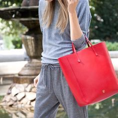 House of Herrera Gift: CH Carolina Herrera 'Editor' tote in red. The must have bag for Fall. Carolina Herrera Handbags, Ch Carolina Herrera, Red Tote Bag, Red Bags, Cloth Bags, Sport Fashion, Spring Summer Fashion, Bucket Bag, Purses And Bags