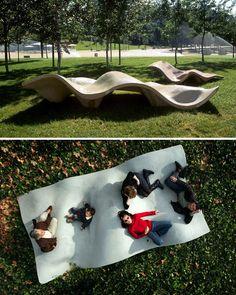Казалось бы, что может быть проще скамейки. И где там можно приложить фантазию? Но истинно креативному уму под силу даже это. Здесь вы найдёте самые креативные скамейки, которые можно встретить в разных концах света: