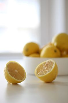 Lemons have astringent properties, tightening pores to keep dirt and oil out and give skin a smooth healthy glow. Lemons are also packed with antioxidant Vitamin C. Lemon Head, Best Natural Skin Care, Natural Beauty, Tighten Pores, Antioxidant Vitamins, Lemon Recipes, Natural Healing, Beauty Hacks, Beauty Tips