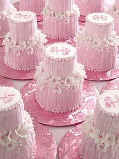 Mini wedding two-tiered cupcakes - Gorgeous Cakes, Pretty Cakes, Cute Cakes, Amazing Cakes, Petit Cake, Mini Wedding Cakes, Baby Wedding, Rose Bonbon, Little Presents