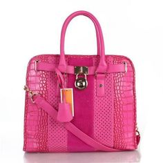 #style #handbags Very cute. Like the bag... I definitely could use an updated bag!