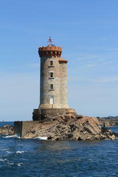 Manche - Phare de Phare de la Croix (Le Trieux) sur l'île de Bréhat (Côtes-d'Armor) - Coordonnées 48°50′14″N 3°03′14″O - Feux blanc à occultation/ 4 s