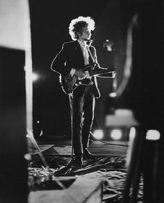 Bob Dylan, Forest Hills Stadium, NY, 1965.  photo by Daniel Kramer