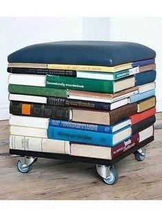 Ein Stuhl aus Büchern selber bauen.