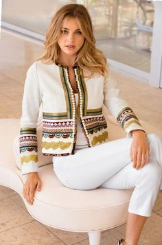Our textured, collarless white jacket is designed with layers of luxe crochet details and petite pom-pom trim. Its a chic layering piece for the season and beyond. Diy Fashion, Ideias Fashion, Fashion Dresses, Womens Fashion, Fashion Tips, Fashion Design, Fashion Trends, 2000s Fashion, Crochet Fashion
