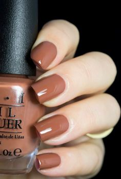 The 20 Trendiest Fall Nail Colors Fall Nails Inspiration Fall is undoubtedly the best time of the year to wear warm colors. Whether you're sporting an oversized beige sweater, walking around… Classy Nails, Trendy Nails, Cute Nails, Simple Nails, Cute Fall Nails, Brown Nail Polish, Brown Nails, Fall Nail Polish, Gel Polish