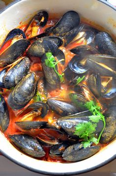 Spicy Mussels and Chorizo – What's Cooking Clam Recipes, Chorizo Recipes, Shellfish Recipes, Spicy Recipes, Seafood Recipes, Pasta Recipes, Mexican Food Recipes, Cooking Recipes, Mussel Recipes