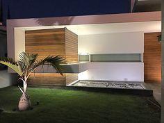 Casa Lebozan #casa #house #fachada #cumaru #madera #fuente #www.aparquitectos.mx