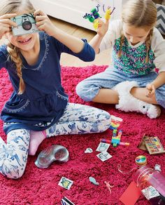 Stash little toys in a jar that you only bust out on dreary afternoons. Finger puppets, kaleidoscopes, and temp tattoos feel special as uncommon treats. #RainyDay #Fun #Kids