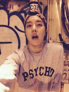 Los aficionados notaron un ligero cambio en el aura de J-Hope a medida que BTS continúa su gira de conciertos en Estados Unidos.           ...