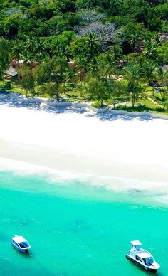 The Sands at Nomad, Diani, Kenya sits on the long powder-soft, picture-perfect beach, which is the main attraction. It's clean and palm fringed and better yet, the hotel restaurant is on the beach - avid beach goers will enjoy that. Timbuktu Travel.