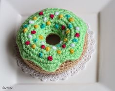 Weer 1tje klaar, de schaal wordt al wat voller! Deze donut naar eigen idee gemaakt en het patroon uitgeschreven. Patroon Donu...