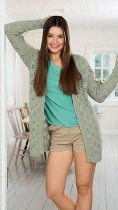 Gratis strikkeopskrift på lang strikket trøje med hulmønster