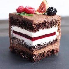 Chocolate Raspberry Cake – Pastry World Cake Receipe, Easy Cake Recipes, Frosting Recipes, Sweet Recipes, Chocolate Raspberry Cake, Chocolate Cake, Russian Cakes, Chocolate Buttercream Frosting, Easy Cake Decorating
