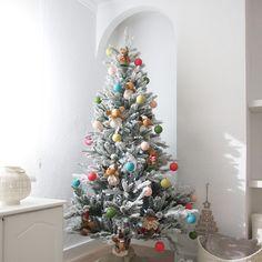 cómo hacer un perchero infantil de madera - Decoestilo12 Christmas Tree, Diy, Holiday Decor, Home Decor, Dress, Wooden Coat Rack, Wood Slats, Natural Wood, Bias Tape