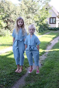 Item: Handmade and made to order Color: Cloudy Sky Style: Casual Fit: Relaxed Sleeve length: Short sleeve Closure: Belt, Button Pockets: Yes Material: Linen Kids Dress Wear, Dresses Kids Girl, Kids Wear, Baby Dress, Kids Outfits, Style Kimono, Mode Kimono, Little Girl Fashion, Kids Fashion