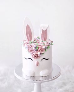 Birthday Cake Blue Ideen Häschenkuchen Tips to Remove Allergy Triggers in Your Home When most people Girly Cakes, Fancy Cakes, Cute Cakes, Bunny Birthday Cake, Easter Bunny Cake, 21st Birthday, Fondant Cakes, Cupcake Cakes, Dog Cakes