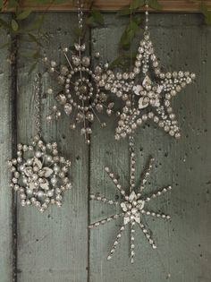 """Great idea for Xmas """"Glam Inspiration"""" by Dishfunctional Designs: A Beautiful Bohemian Christmas Bohemian Christmas, Noel Christmas, Little Christmas, All Things Christmas, Winter Christmas, Vintage Christmas, Christmas Ornaments, Snowflake Ornaments, Crystal Snowflakes"""