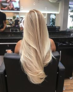 21 Beliebte Haarfarben und Frisuren für hair Related posts: Unique hairstyles for shoulder-length hair Trend to silver hair: 51 cool gray hair colors and tips for it Nice hairstyles for short hair over 50 20 Perfect short hairstyles for straight hair Blonde Hair Looks, Blonde Hair With Highlights, Brown Blonde Hair, Blonde Wig, Long Blond Hair, Healthy Blonde Hair, Blond Hair Colors, Blonde Brunette, Hair Color Blondes