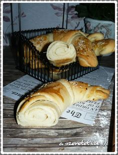 A szeretet íze: Dupla vajas kifli: Hungarian Recipes, Hungarian Food, Ciabatta, Croissants, Dessert Recipes, Desserts, Bakery, Lime, Breads