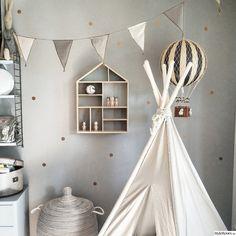 barnrum,tipi,tält,hylla barnrum, love the grey wall with gold polkadots