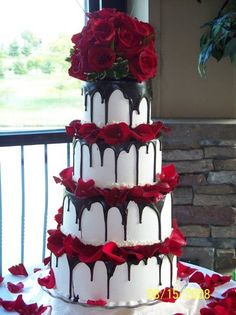wedding cakes red Trendy Wedding Cakes Black Flowers 49 Ideas Best Picture For chocolate wedding cake spring For Your Taste You are looking for something, and it is going to tell you Purple Wedding Cakes, Wedding Cakes With Cupcakes, Wedding Cakes With Flowers, Cool Wedding Cakes, Cupcake Cakes, Cake Fondant, Halloween Wedding Cakes, Red Rose Wedding, Cupcake Ideas