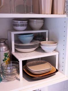 <p>Een kleine keuken wil niet zeggen dat je minder spullen hebt om op te bergen, of minder ruimte nodig hebt om te koken.</p>\n...