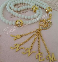 Tassel Jewelry, Rakhi, Prayer Beads, Ribbon Embroidery, Jewelry Patterns, Easy Projects, Holidays And Events, Seed Beads, Gold Necklace