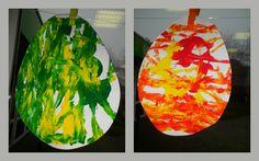 Schilderen met eitjes: leg een blad in een deksel van een schoendoos. Doe wat verf op het blad en leg er een ei op. Daarna kunnen de peuters schudden met het deksel. *liestr*