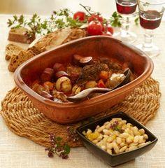 Opskrift på kød og brød i stegeso Danish Food, Chana Masala, Crockpot, Chili, Soup, Beef, Cooking, Ethnic Recipes, Meat