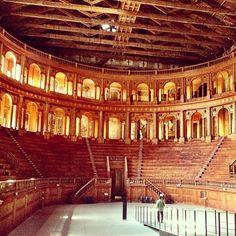 Ta ai uma cidade que eu gostei de conhecer.. Parma! na foto: Teatro Farnese - Instagram by @brunabartolamei