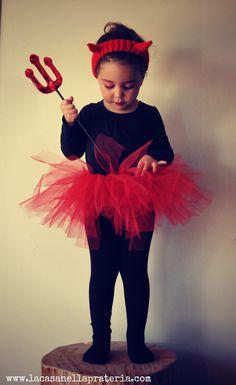 Chiara si vestirà da diavoletta! E voi da cosa vi vestirete domani?? da un'idea di @Claudia Porta #halloween