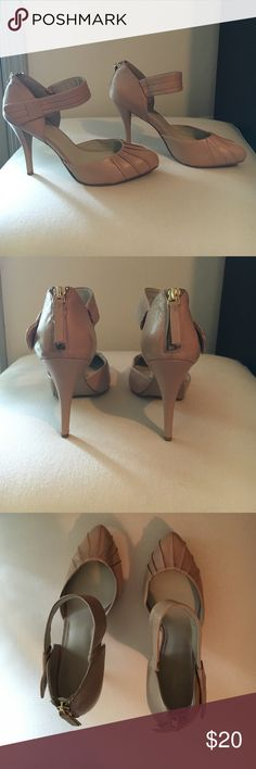 Nine West Nude Leather Heel Gently worn. Only wore to work twice. No stains and leather is in great condition. Still look newer. Zipper in back of shoe to get on and off. Nine West Shoes Heels